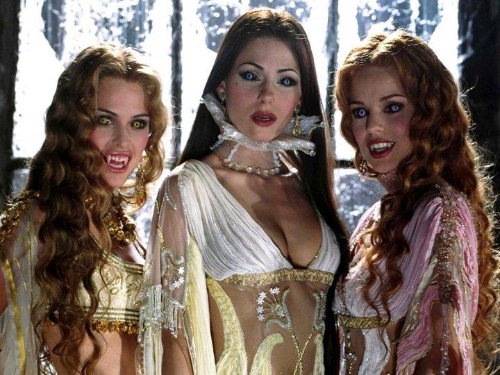 Три вампирши вечерком...